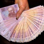 На Прикарпатті освітянку підозрюють у привласненні 65 тисяч гривень