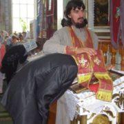Люди! Мені набридло вас «сповідати»! Надоїло женити тих, які поспішають «до знимки», до залу — будь-куди, але не до церкви