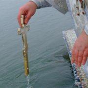 """Перевірено віками! Чому Водохресна вода у одних """"псується"""", а у інших зберігається десятиліттями. Вода допомагає…"""