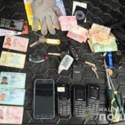 Прикарпатські поліцейські затримали харків'ян, які обкрадали автомобілі