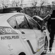 У Карпатах з припаркованого авто викрали 18 тисяч гривень та 1 600 доларів США