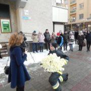 У мережі з'явилось відео романтичного освідчення франківського рятувальника