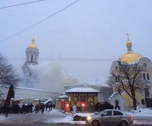 Києво-Печерська лавра у диму: з'явилися перші фото і відео