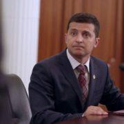 Невідомі штурмують офіс Зеленського: відео