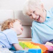 """""""Оформити можна навіть бабусю дитини"""": юрист пояснив що потрібно для отримання грошей на """"муніципальну няню"""""""