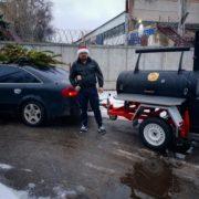 """Учасник популярного кулінарного шоу під псевдо """"Грізлі"""" відкрив на Прикарпатті гриль на колесах. ФОТО"""