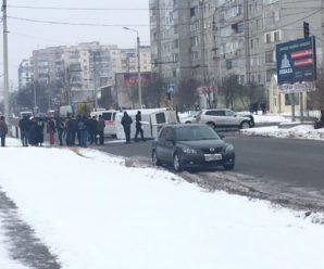 ДТП в Івано-Франківську: внаслідок зіткнення на перехресті перекинувся бус. ФОТО,ВІДЕО