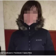 У Житомирі жінка хотіла зірвати плакат із зображенням воїна АТО: відео
