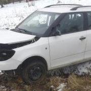 На Прикарпатті автівка врізалася в дерево: четверо людей у лікарні (фото)
