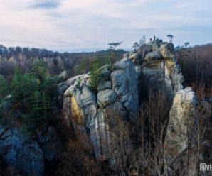 Франківський фотограф оприлюднив вражаючі кадри скель Довбуша з висоти пташиного польоту (фото)