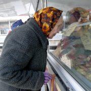 Скажіть, бабуся, а що Ви хочете купити?