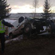 На Коломийщині автівка вилетіла на зустрічну і врізалась у бетонний відбійник – водій в реанімації
