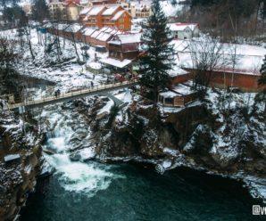 У мережі з'явились казкові світлини водоспаду в Яремче