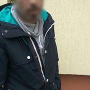 У середмісті Франківська затримали чоловіків, які намагалися зламати замок в машині. ФОТО