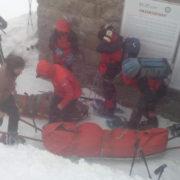 Рятувальники передали медикам двох туристів, які потрапили у снігову пастку на горі Піп Іван