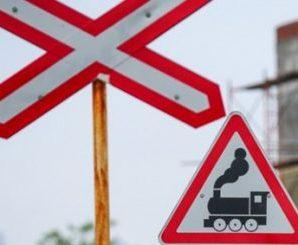 На Прикарпатті потяг протаранив автівку