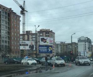 ДТП у Франківську: на перехресті Вовчинецької Skoda наздогнала Chery (фото)