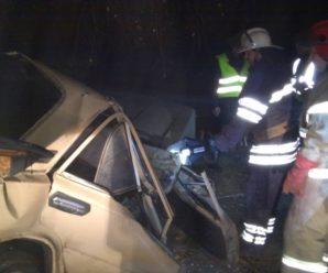 Смертельна ДТП в передмісті Івано-Франківська: тіла загиблих людей з понівеченого автомобіля вирізали рятувальники