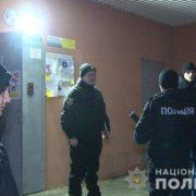 Жахлива знахідка: у прикарпатському містечку, за зачиненими дверима, поліція виявила неадекватного чоловіка та мертву жінку