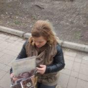 Неподалік вокзалу вартові спіймали жінку, яка просила милостиню з підробленими документами