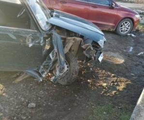 Врізався у бетонний паркан. На Прикарпатті водій не впорався з кермуванням