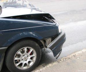 У Франківську на світлофорі авто влетіло в зад іншому – сталася потрійна ДТП