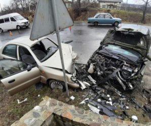 У лобовому зіткненні поблизу Долини постраждало четверо осіб