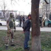 У Пасічній посеред вулиці гучне затримання групи злочинців (ФОТО, ВІДЕО)
