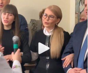 """Пенсіонерки пустили сльозу: як Тимошенко на Буковині """"Червону руту"""" співала (відео)"""