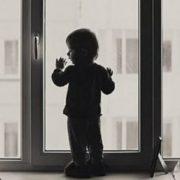 2-річний хлопчик випав з вікна будинку, дитина у комі