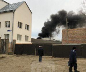 В Івано-Франківську трапилась пожежа на СТО (ФОТО)