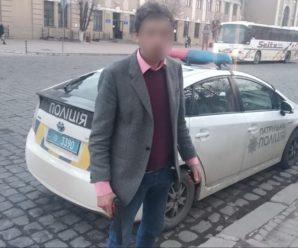 У Франківську п'яний чоловік грався на вулиці пістолетом (ФОТО)