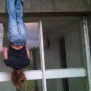 Подруга побитої до смерті франківки каже, що співмешканець тримав її за ногу з балкону