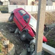 Вечірня ДТП на Прикарпатті: Volkswagen Golf опинився у кюветі (фото)
