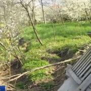 На Прикарпатті десятки будинків провалюються до гірської річки (відео)