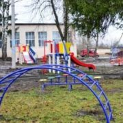 У дитсадку під землю провалився ігровий майданчик (фото)