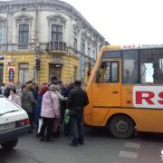 У центрі Франківська маршрутка збила дівчину на переході (ФОТО)