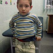Загубився і бігав сам маленький хлопчик. Поліція просить допомогти розшукати батьків