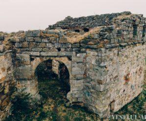 На Прикарпатті почали відновлювати унікальний Пнівський замок