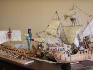 Незвичайне хобі. Франківець виготовляє мініатюрні копії відомих суден
