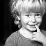 Щоб виростити дитину зі здоровою психікою, необхідно уникати поширених батьківських помилок.