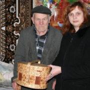 На Гуцульщині святять паску в дерев'яних бочечках-пасківниках (фото)