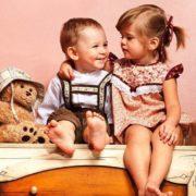 10 квітня – День братів і сестер