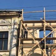 Чоловік зістрибнув з верхнього поверху будинку на вулиці Франка (ФОТО+ВІДЕО)