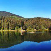 Наповнене до краю: як виглядає озеро в Карпатах після дощу