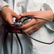 За особливі умови праці: Заробітна плата медика в Україні може збільшитися втричі