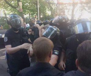 """Скандал навколо Зеленського набирає обертів: """"дві тисячі спецназівців кинули на 100 чоловік"""""""