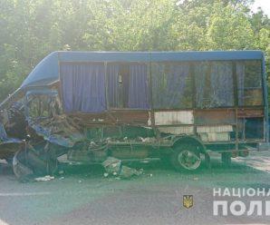 Смертельне ДТП: маршрутка зіткнулася з легковиком (фото)