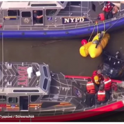 У Нью-Йорку вертоліт впав у річку: відео моменту аварії