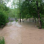 «Вода ллється рікою, дороги не видно»: Прикарпаття затопило і засипало градом (фото, відео)